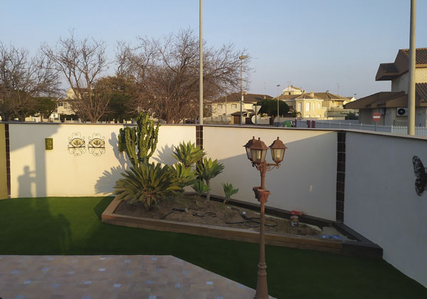 instalacion cesped artificial en jardin 3