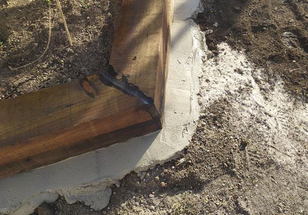 perimetro de cemento para cesped artificial